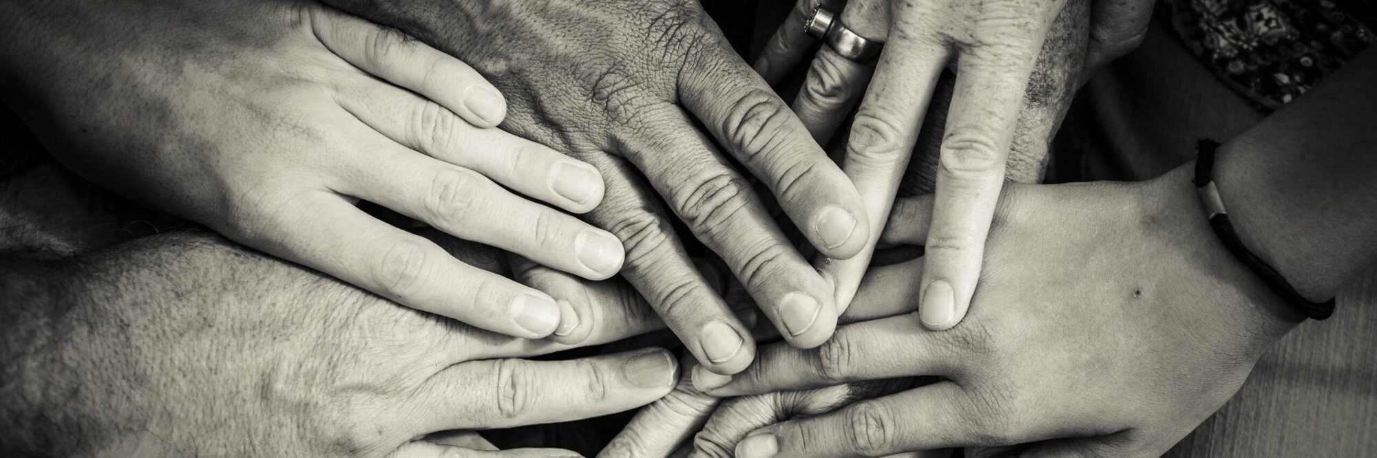 hands-4114905